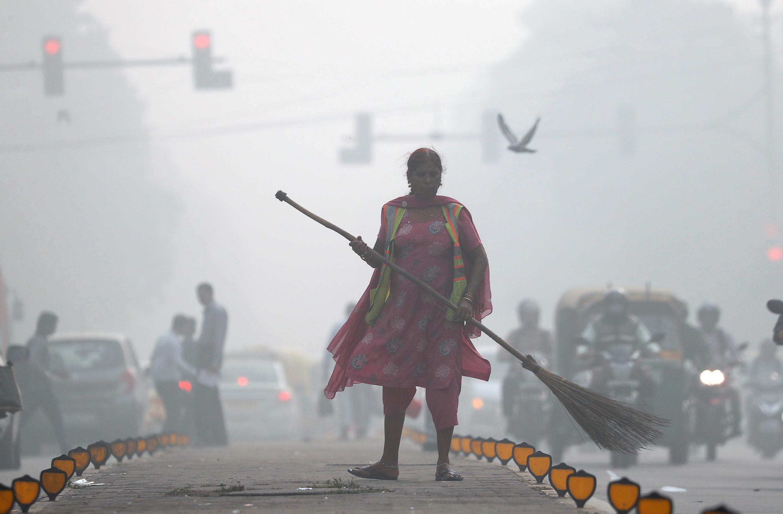 A street cleaner works in heavy smog in Delhi, India, November 2017