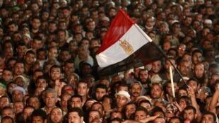 Milhares de apoiadores do presidente egípcio deposto, Mohamed Mursi, reuniram-se no Cairo, 27 de julho de 2013