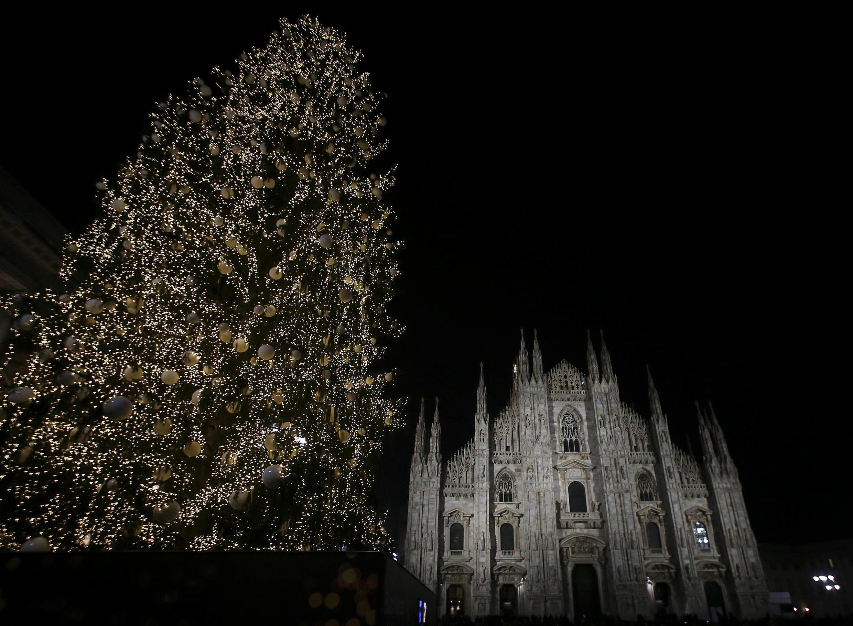 Рождественская ель в Милане.