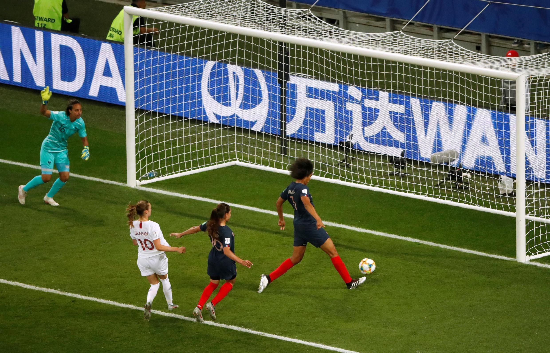 Le moment fatal où Wendie Renard marque contre son camp face aux Norvégiennes à Nice.