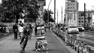 Des cyclistes berlinois sur la Warschauer Strasse.