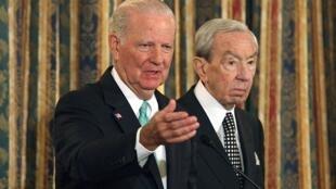 До Майка Помпео Беларусь посещали два госсекретаря США: Джеймс Бейкер (слева) в 1991 г. и Уоррен Кристофер в 1993