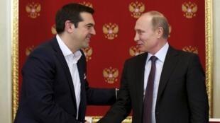 Le Premier ministre grec Alexis Tsipras (g) et le président russe Vladimir Poutine, à Moscou, le 8 avril 2015.