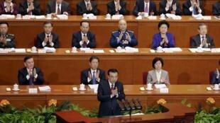 Le Premier ministre chinois Li Keqiang, le 5 mars 2016 devant l'Assemblée nationale populaire de la République de Chine, à Pékin.