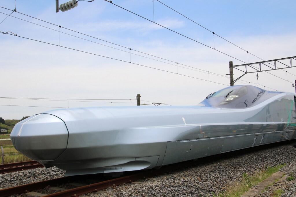 """طراحی متفاوت """"آلفا ایکس"""" از جمله ویژگیهای نسل جدید سریعترین قطارهای جهان است."""