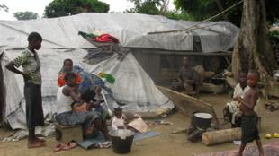 Refugiados congoleses  no vilarejo de Eboko, no dia 23 de maio 2010.