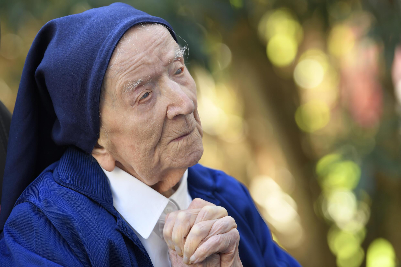 """Aunque ningún organismo oficial concede el """"título"""" de decana de Francia, la Hermana André, nacida Lucile Randon el 11 de febrero de 1904, es una de las mujeres más longevas del país, si no de Europa."""