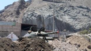 Un tank positionné dans la ville d'Aden, le 22 mars.