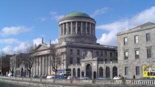 A Corte Suprema da Irlanda (foto), na capital Dublin, autorizou o desligamento dos aparelhos que mantinham uma paciente grávida em vida.