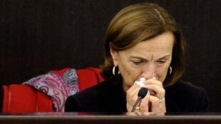 Rome, 4 décembre 2011. La ministre des Affaires sociales italiennes, Elsa Fornero, ne peut retenir ses larmes lors de la présentation du décret-loi «Sauver l'Italie»