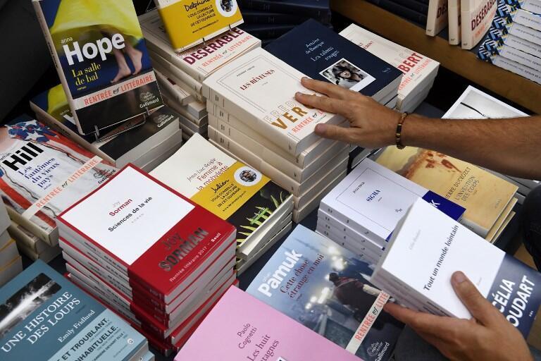 Para los libreros, el problema no es que el libro esté autoeditado, sino que tendrán que comprarlo en Amazon.