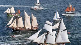 Морской парад между Брестом и Дуарнене 17 июля  2008 в последний день морского фестиваля «Брест-2008»