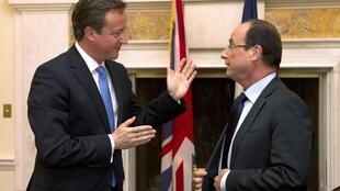 British Prime Minister David Cameron and French President Francois Hollande talk after a meeting in Washington, 18 May, 2012
