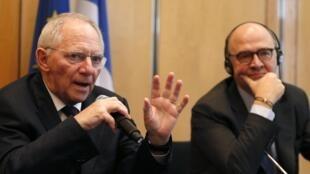"""C'est en affichant un front commun que Pierre Moscovici, le ministre français de l""""Economie, et Wolfgang Schäuble, le ministre allemand des Finances, ont présenté à Paris, ce 19 janvier, l'accord sur l'union bancaire."""