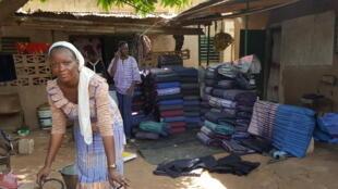 le «Kôkô donda», un pagne qui coûtait presque rien, mais que personne n'avait envie de porter il y a encore à peine deux ans, fait fureur au Burkina Faso.