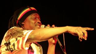 Achille Baldal lors d'un concert à l'Institut français de N'Djamena, Tchad le 11 mai 2019.