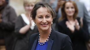 Ségolène Royal, nova ministra da Ecologia, do Desenvolvimento Sutentável e da Energia, recebe seu novo cargo em Paris.