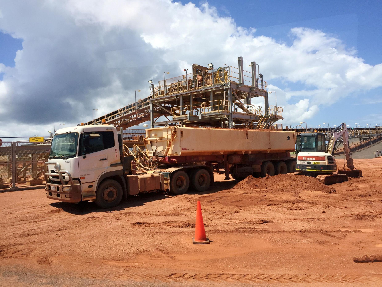 資料圖片:力拓集團在澳大利亞東北部的一個鋁礦工地。力拓集團8月24日宣布就炸毀西奧州原住民史前遺址事件扣發三名高管獎金。