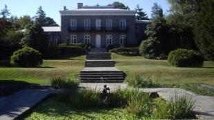 Située dans Pelham Park,au cœur d'une forêt à l'extrémité du Bronx, la Bartow-Pell Mansion, l'une des plus vieilles maisons de New York, est devenue un musée.
