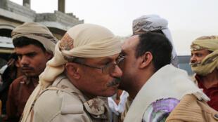 Baadhi ya Viongozi wa wapiganaji wanaounga mkono serikali ya Yemen mjini Taëz, nchini Yémen, le 18 juin 2016.