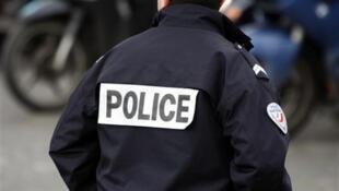Sevran (afueras de París): el ministro del Interior visitó la zona y afirmó que la policía republicana garantizaría en adelante la seguridad del barrio donde estalló  una guerra entre bandas, sembrando el pánico entre los vecinos, el 3 de junio 2011.