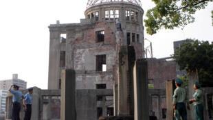 圖為日本廣島和平公園內原子彈爆炸地殘毀紀念建築物