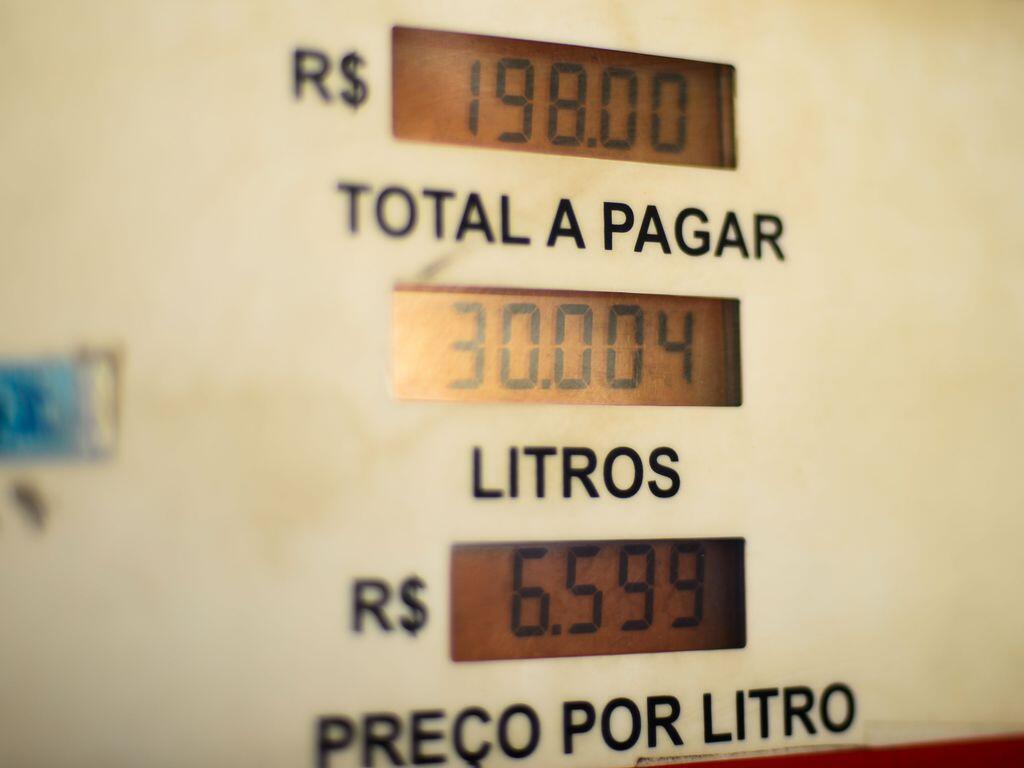 Preço da gasolina não para de subir no Brasil.