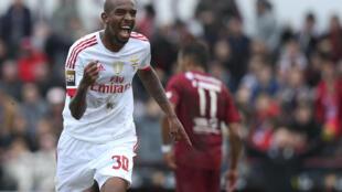 Talisca, médio brasileiro do Benfica, apontou o único golo frente ao Oriental.