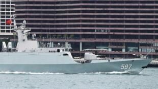 Tàu Khâm Châu (Qinzhou), lớp 056 của hải quân Trung Quốc, neo đậu tại cảng Hồng Kông, vịnh Victoria, ngày 24/09/2019.