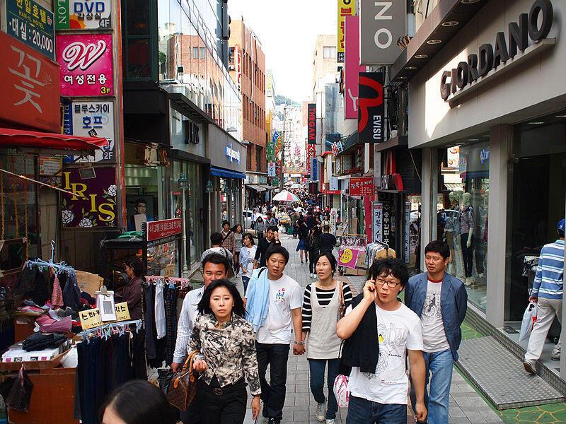 Dans une rue de Séoul.