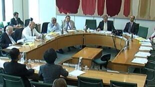 陳方安生與李柱銘出席國會聽證會,要求英國就中國的香港白皮書發表更強硬聲明。2014年7月16日。