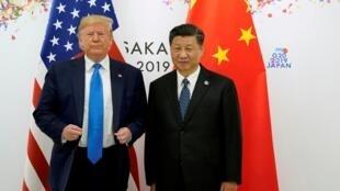 Ảnh tư liệu: Tổng thống Mỹ Donald Trump (T) và chủ tịch Trung Quốc Tập Cận Bình bên lề thượng đỉnh G20, Osaka, Nhật Bản, ngày 29/06/2019