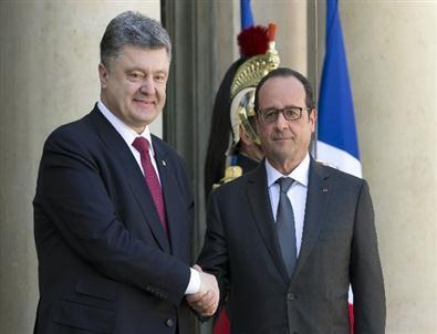 Франсуа Олланд и Петр Порошенко в Париже. 22 апреля 2015 год