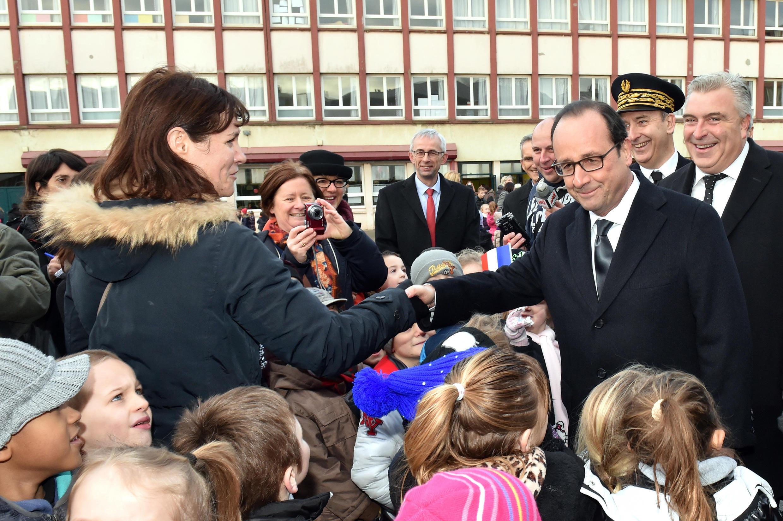 François Hollande en déplacement dans le Pas-de-Calais, avec Frédéric Cuvillier, maire de Boulogne-sur-Mer.