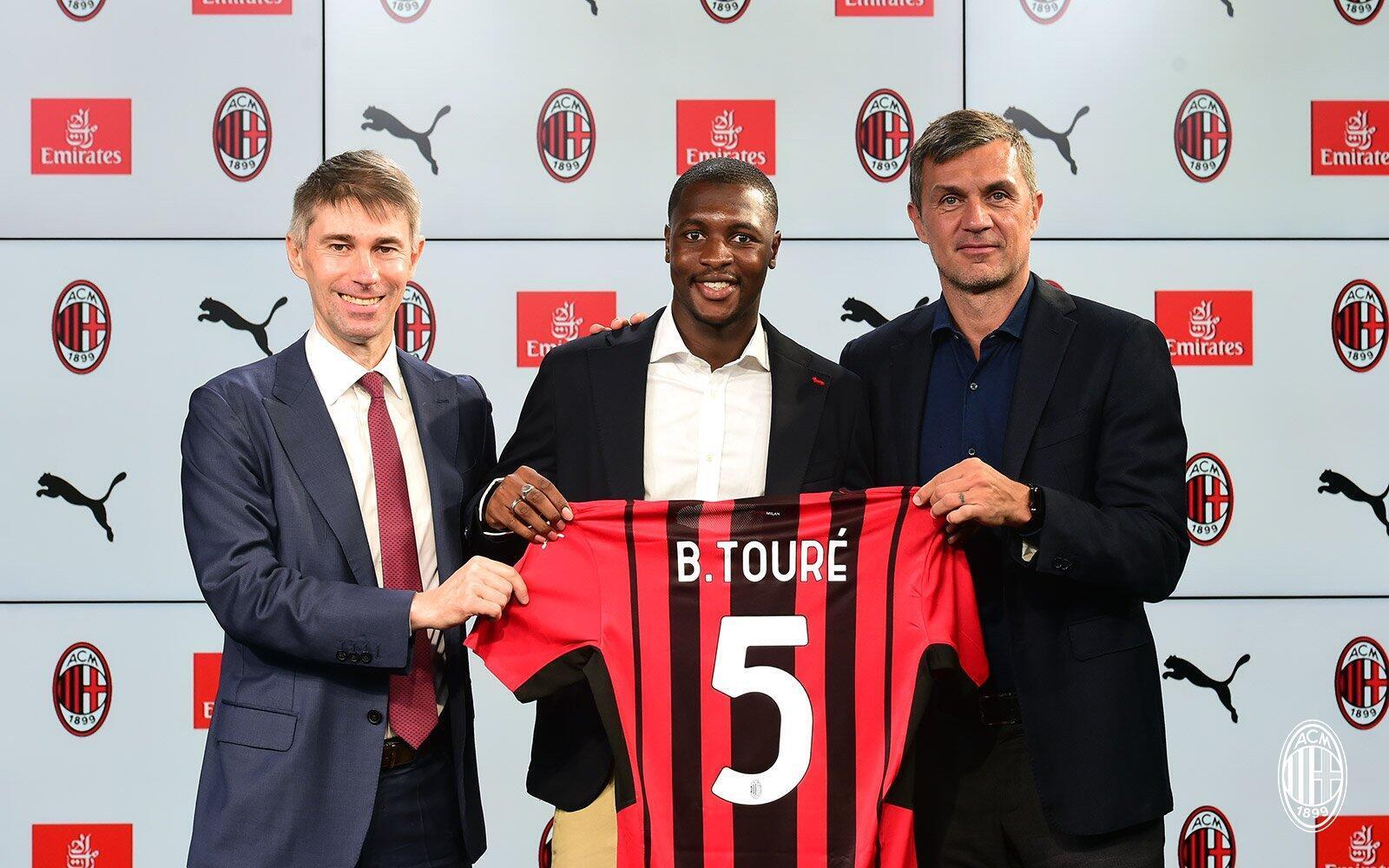 Le latéral gauche sénégalais Fodé Ballo-Touré a signé un contrat de quatre ans avec l'AC Milan, ce dimanche 18 juillet 2021.