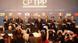 """2018年3月8日,""""全面与进步跨太平洋伙伴关系协定""""(CPTPP)11国代表在智利首都圣地亚哥举行协定签字仪式。"""