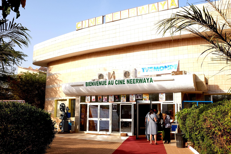 Le cinéma Neerwaya, une salle de mille places et une des trois salles permanentes dans la ville de Ouagadougou. Lors du Fespaco, le ministre de la Culture burkinabè a promis de réhabiliter 15 salles de cinéma sur tout le territoire du Burkina Faso.