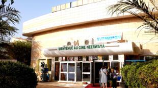Le cinéma Neerwaya, une salle de mille places et une des trois salles permanentes dans la ville de Ouagadougou, au Burkina Faso.