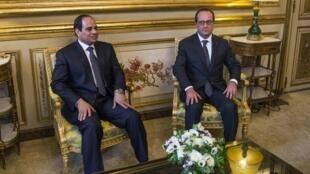 Le président égyptien Abdel Fattah al-Sissi (à gauche) au côté de François Hollande à l'Elysée, le 26 novembre 2014.