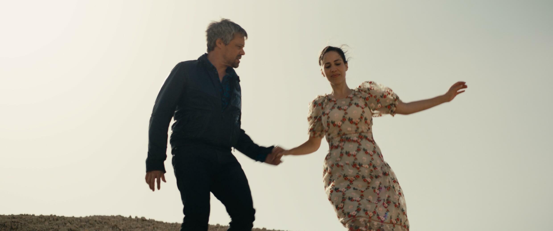 Avshalom Pollak et Nur Fibak dans « Le Genou d'Ahed », du réalisateur israélien Nadav Lapid, en lice pour la Palme d'or 2021 du Festival de Cannes.  © lesfilmsdubal