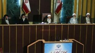 آخرین نشست مجلس خبرگان چهارم به ریاست آیتالله محمد یزدی