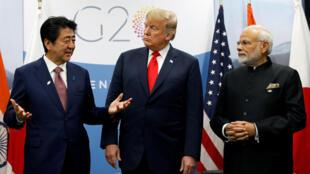 Cuộc gặp giữa tổng thống Mỹ Donald Trump (G), thủ tướng Nhật Shinzo Abe (T) và thủ tướng Ấn Độ Narendra Modi bên lề G20. Ảnh ngày 30/11/2018.