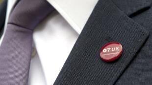 Le badge du G7 arboré par le ministre des Finances britannique George Osborne.