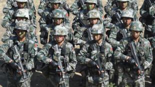 Quân đội Trung Quốc trong một cuộc tập trận hồi năm 2016 tại Aundh in Pune cách Mumbai, Ấn Độ, 140 cây số về phía Đông Nam. Ảnh minh họa.