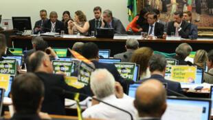 Comissão Especial votará no final da tarde o relatório favorável ao impeachment de Dilma.