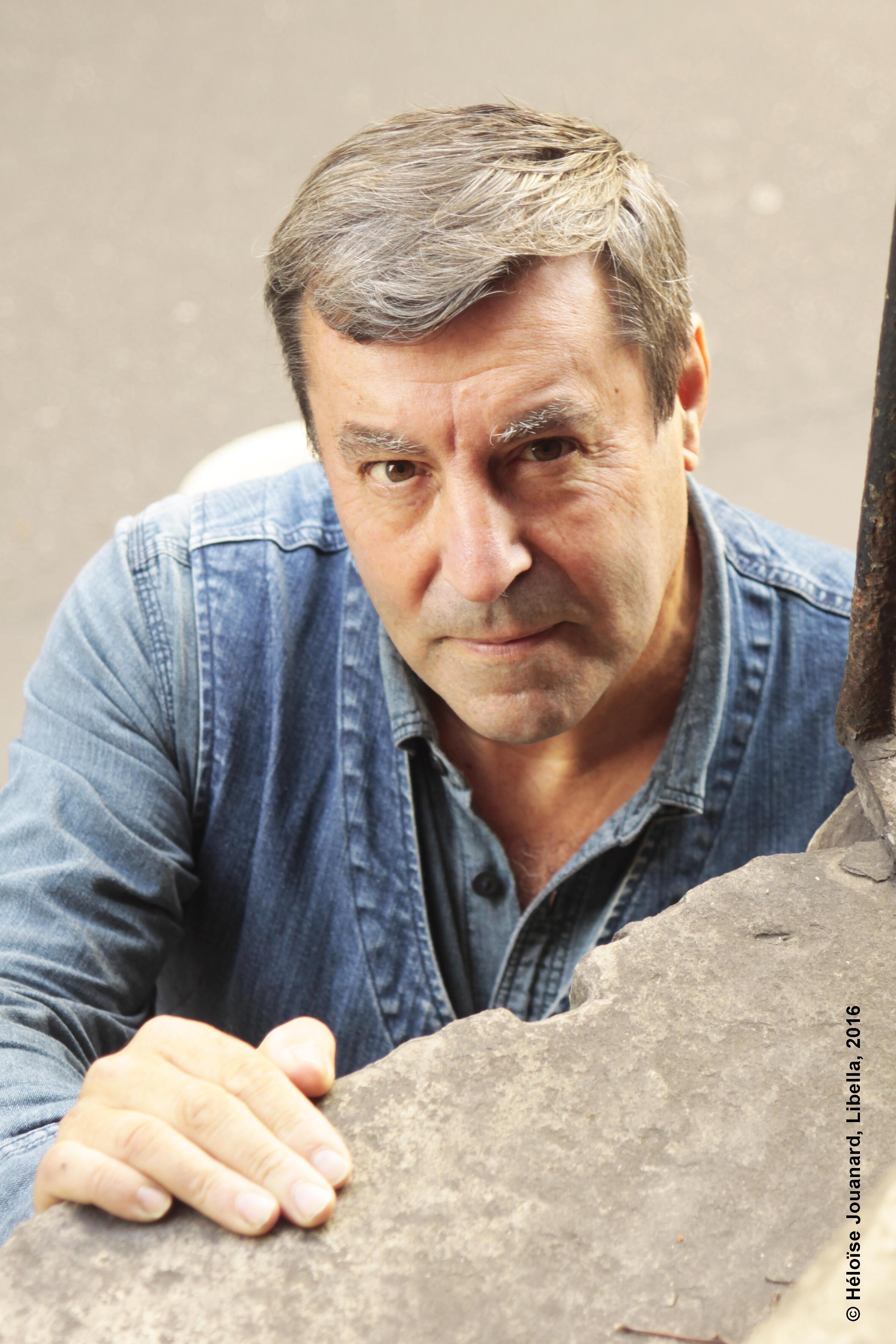 Portrait de l'écrivain Nan Aurousseau.