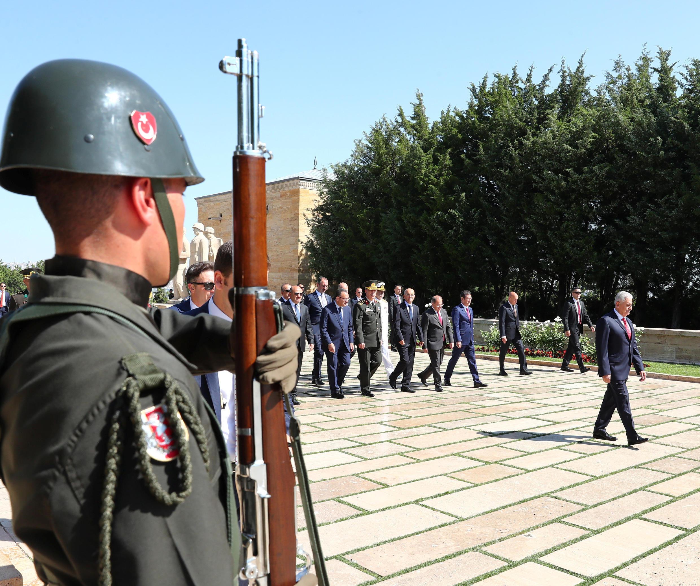 Le Premier ministre turc Binali Yildirim participe à une cérémonie avec les membres du Conseil militaire suprême, le 2 août 2017 à Ankara.