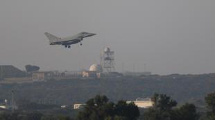 4月14日从英国在塞浦路斯基地起飞的战机