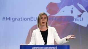 A chefe da diplomacia europeia, Federica Mogherini, defendeu a operação militar nesta segunda-feira (18) em Bruxelas.