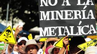 Protesto contra as minas de metal em El Salvador